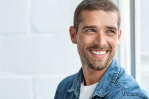 Mit langlebigen Zahnimplantaten wieder kraftvoll zubeißen können